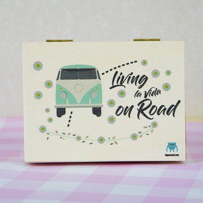 CAJA-LIVING-LA-VIDA-ON-ROAD-MADERA-UVEPERSONAL